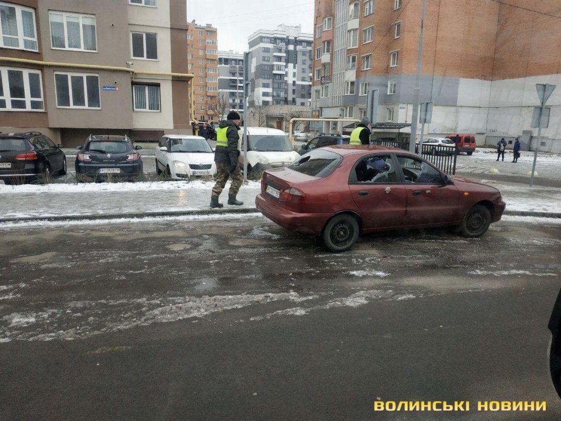 У Луцьку побили вікна в авто: шукають хуліганів