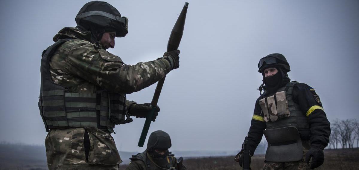 Обстріли на Донбасі: поранили українського бійця