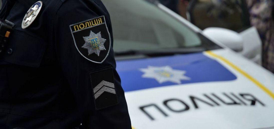 У Львові водій під наркотиками затиснув вікном руку поліцейського і почав тікати (відео)