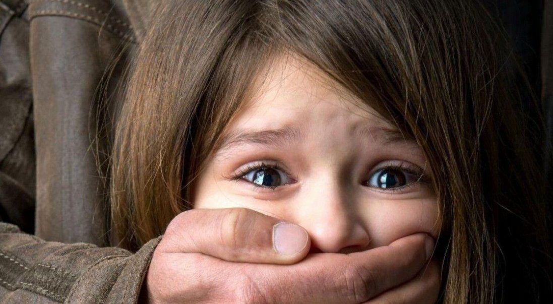 На Волині 25-річний хлопець розбещував 7-річну дівчинку