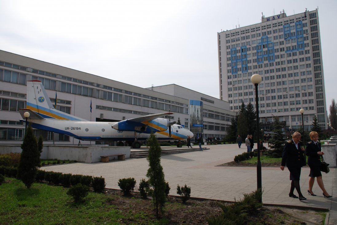 У Києві знепритомнів студент з Китаю - у ВУЗі проводять евакуацію