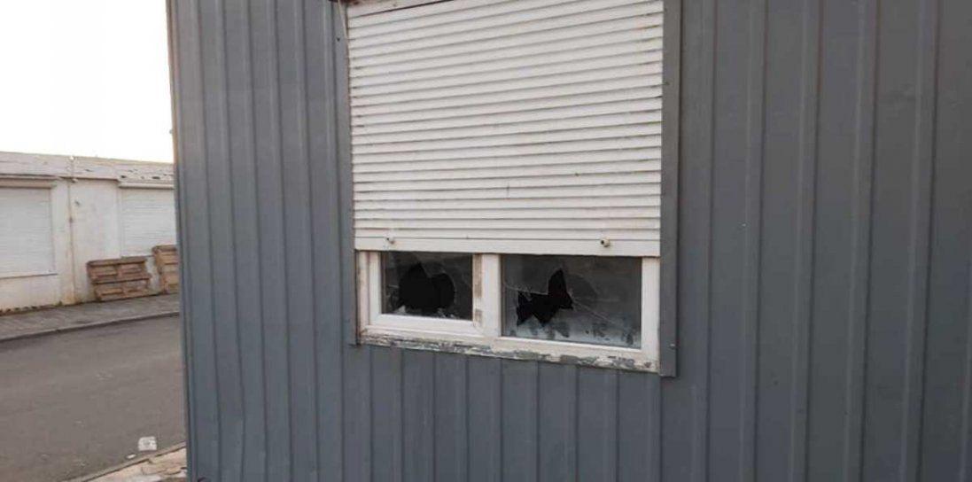 На Старому ринку побили вікна муніципалів (фото)