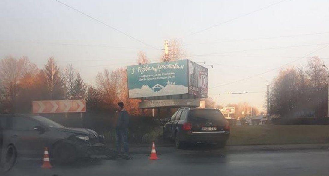 У Луцьку автомобіль заїхав у клумбу