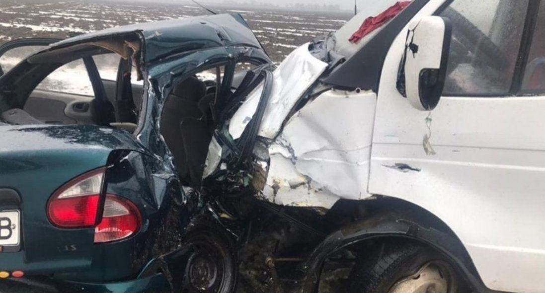Через зіткнення маршрутки з автомобілем загинуло багато людей (фото)