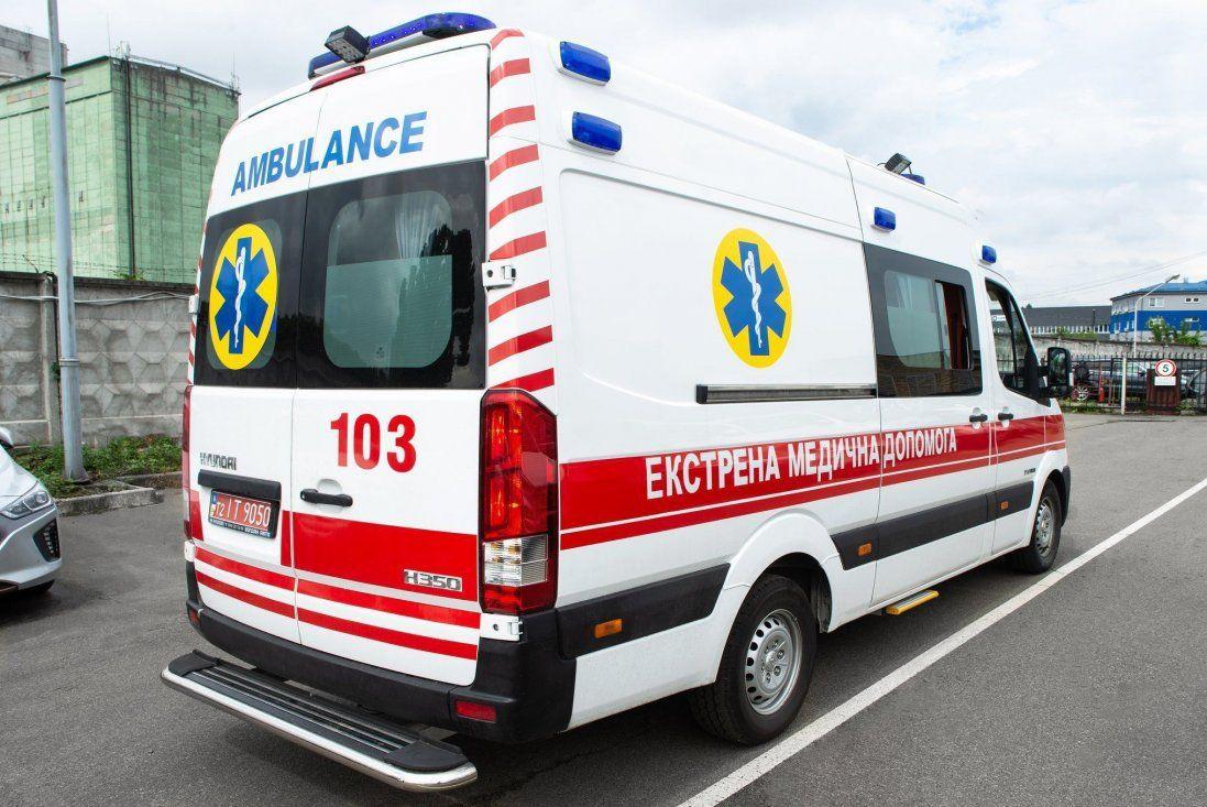 У Червонограді чоловік побив фельдшерку до струсу мозку