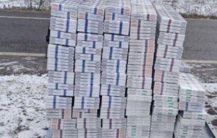 Під Луцьком затримали чоловіка з 300 блоками контрафактних сигарет (фото)