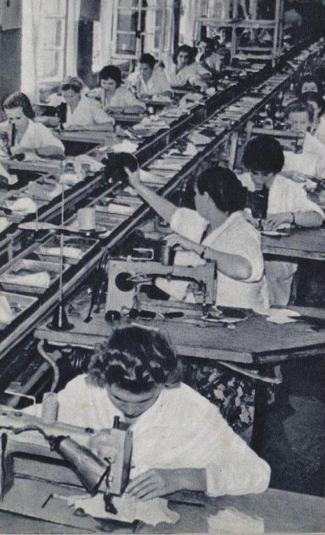 Працівниці взуттєвої фабрики