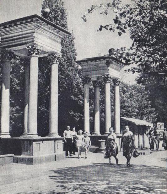 Вхід до парку на Театральному майдані