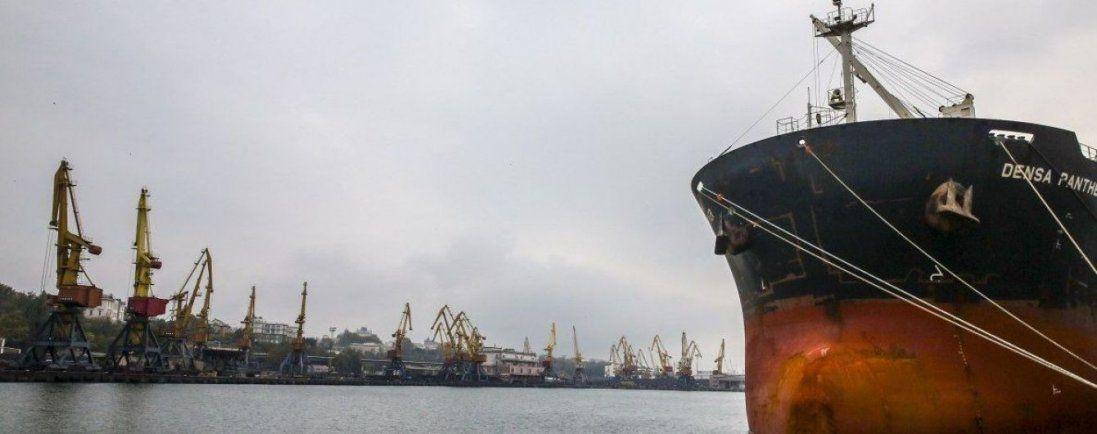 В Одесі перевіряють членів екіпажу корабля, який був у Китаї (відео)