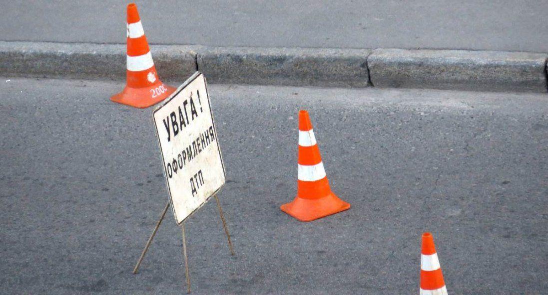 ДТП на Волині: зіткнулися три автомобілі, один з них – у кюветі (фото)