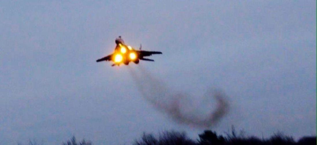 У небі над Луцьком пілоти намалювали серце (фото)