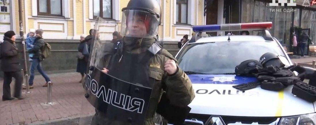 На Рівненщині затримали групу людей за напади на поліцейських