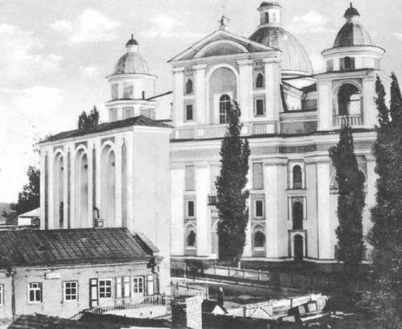 Костел Петра і Павла разом із дзвіницею.