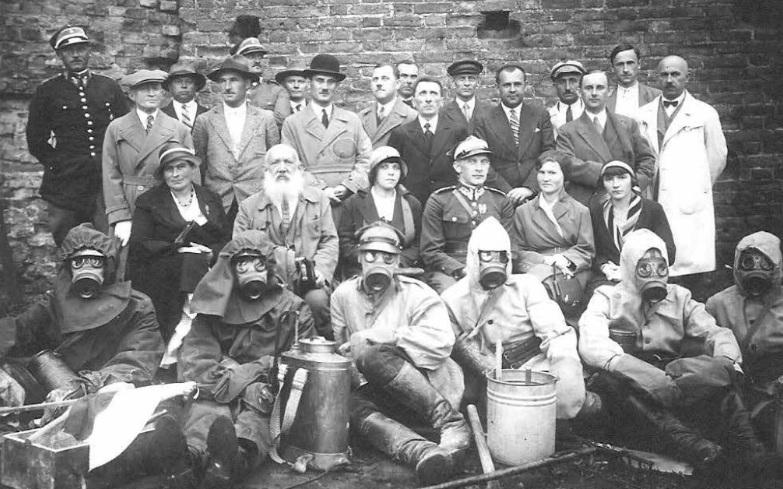 Учасники курсу оборони від газової атаки в Луцькому замку
