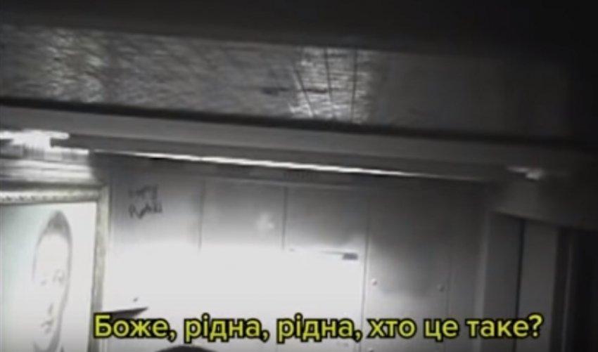 Портрет Зеленського в ліфті житлової багатоповерхівки