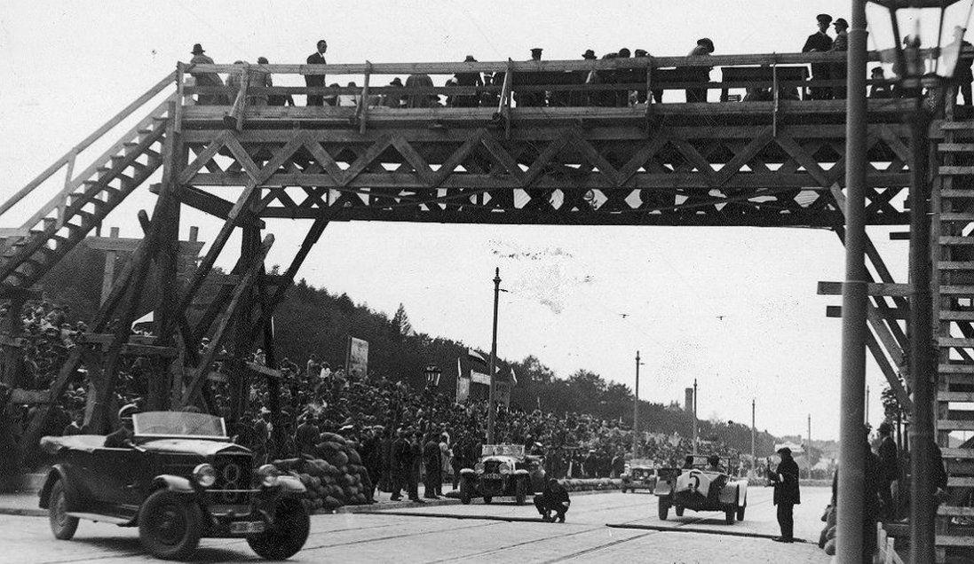 Автоперегони в Львові на фото 1930 року (фото)