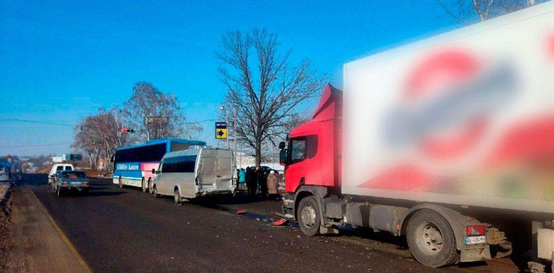 Під Полтавою - потрійна аварія: є постраждалі