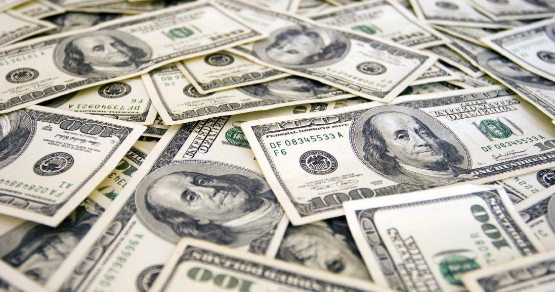 Долар і євро продовжують падати в ціні