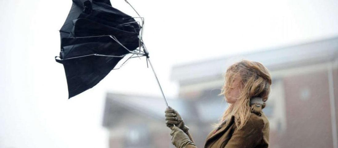 Через сильний вітер в Україні оголосили штормове попередження