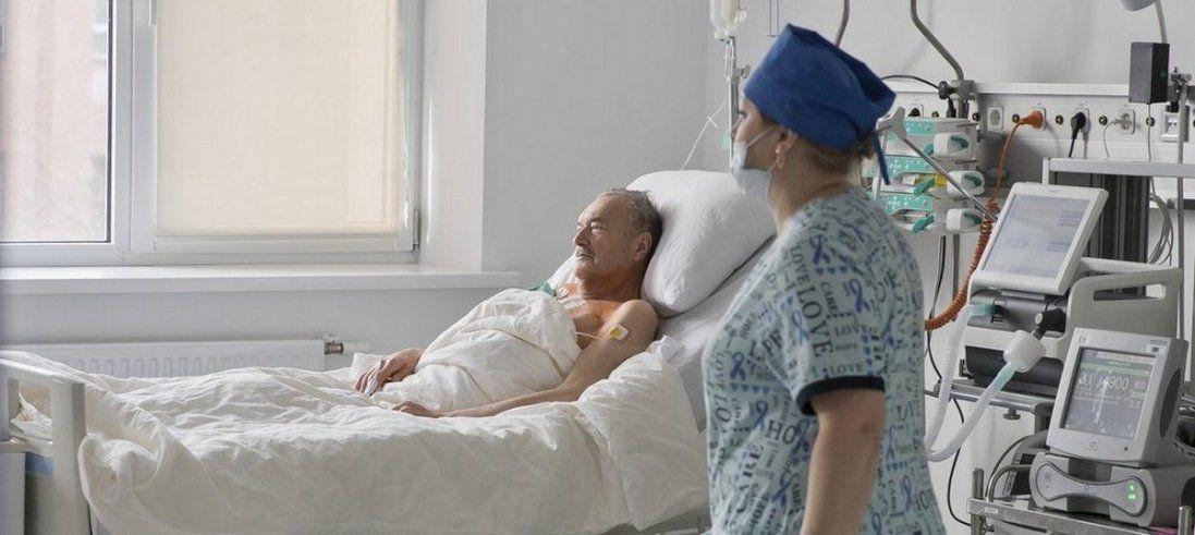 У Києві пенсіонеру імплантували механічне серце