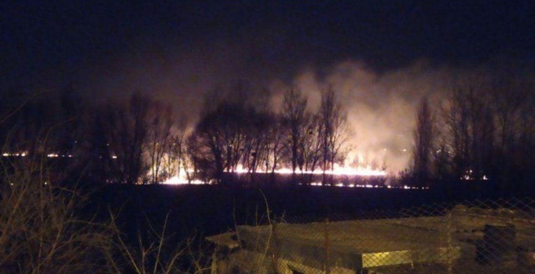 У Луцьку вулична дітвора гасила пожежу на набережній (фото)