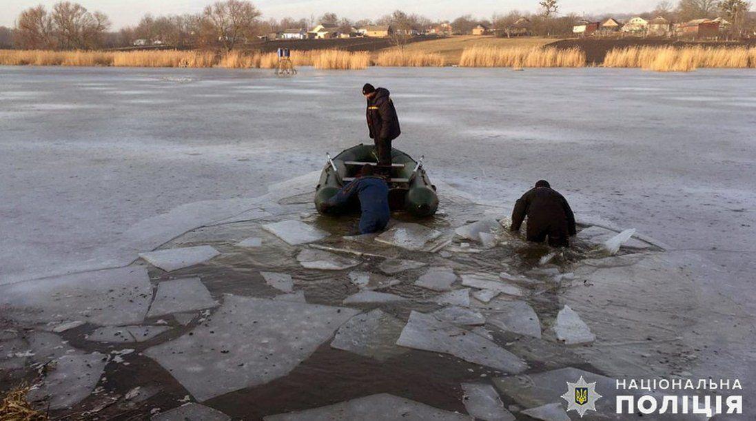 Трагедія на Хмельниччині: 5-річна дитина пішла з дому і провалилася під лід