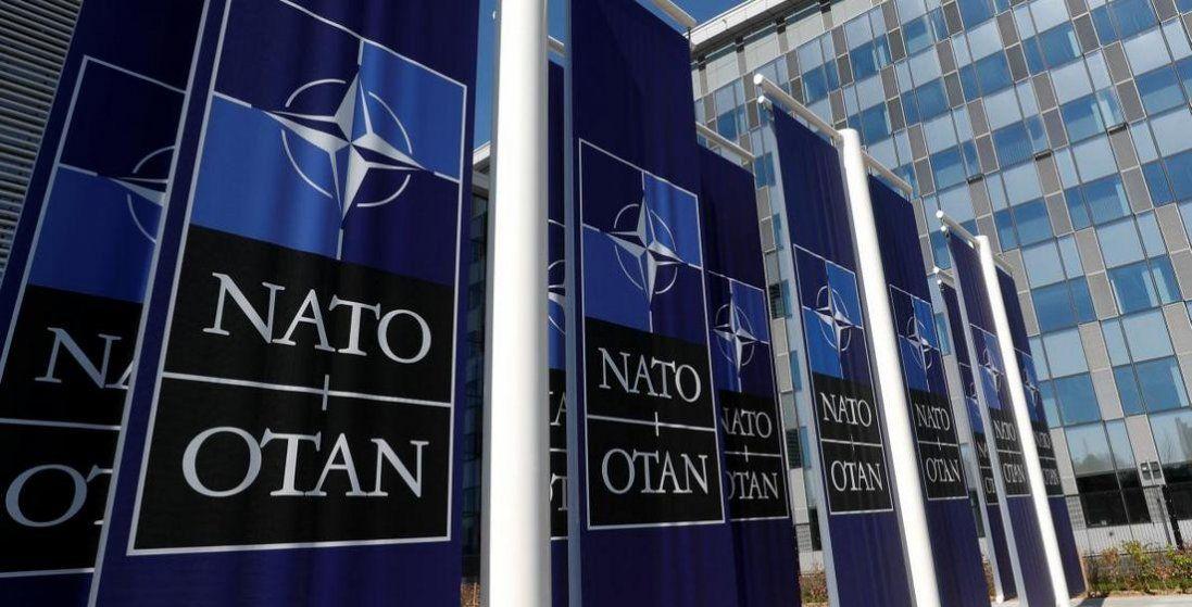 НАТО закликає Росію вивести війська з Донбасу. Вже 3 роки закликає
