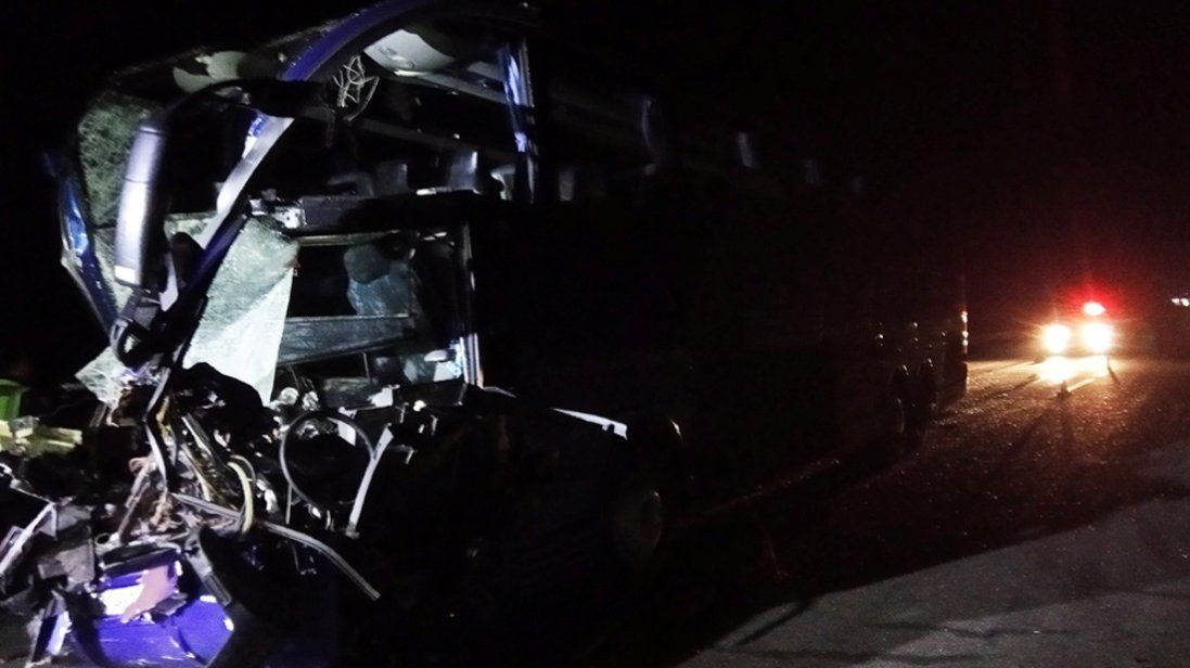 На Миколаївщині зіткнулися пасажирський автобус і вантажівка: 18 постраждалих (фото)