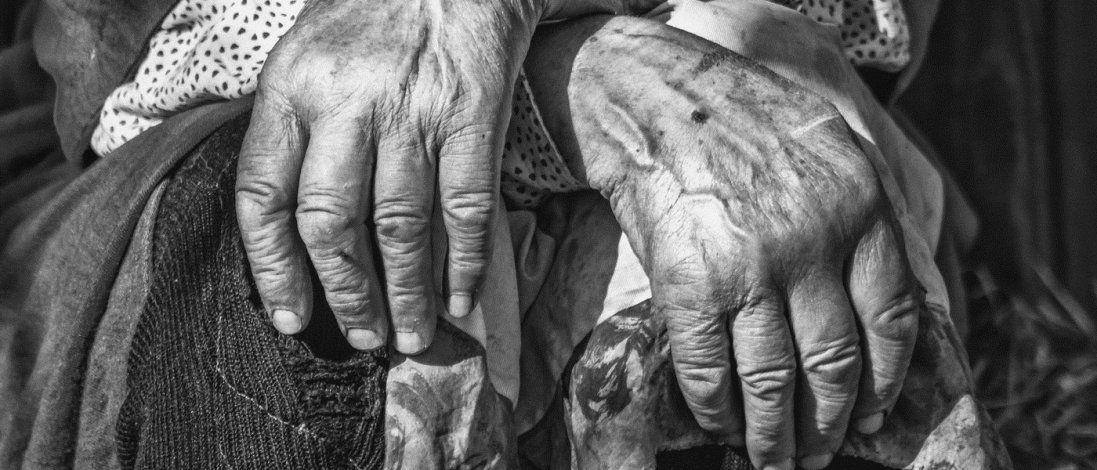 Довідка про смерть та викопана могила: на Вінниччині «воскресла» бабуся (фото, відео)