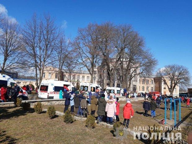 На Київщині внаслідок розпилення сльозогінного газу постраждали 16 дітей