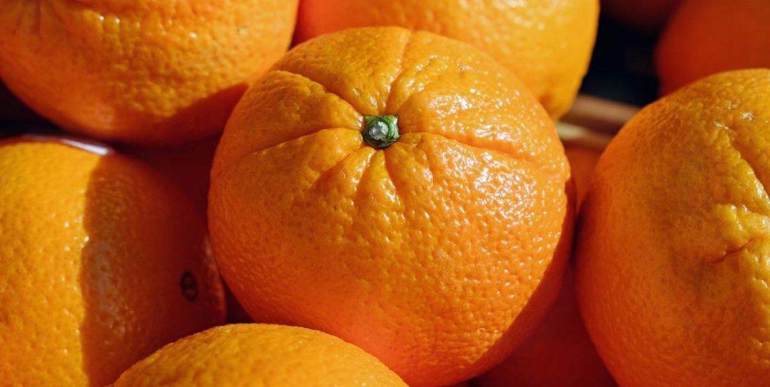 В українські магазини завезли апельсини з хробаками (фото)