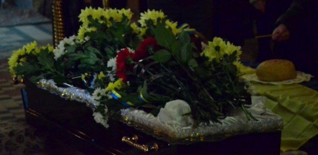 У Луцьку прощаються з померлим на Донбасі офіцером (фото)