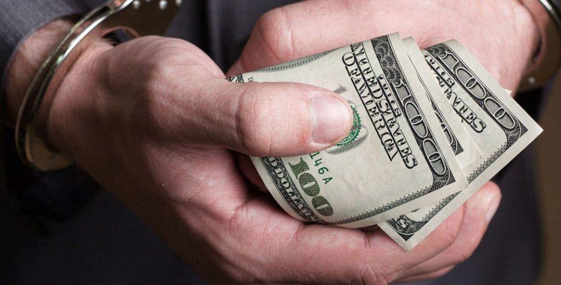 На Волині затримали начальника відділу поліції за 3 тисячі доларів хабара