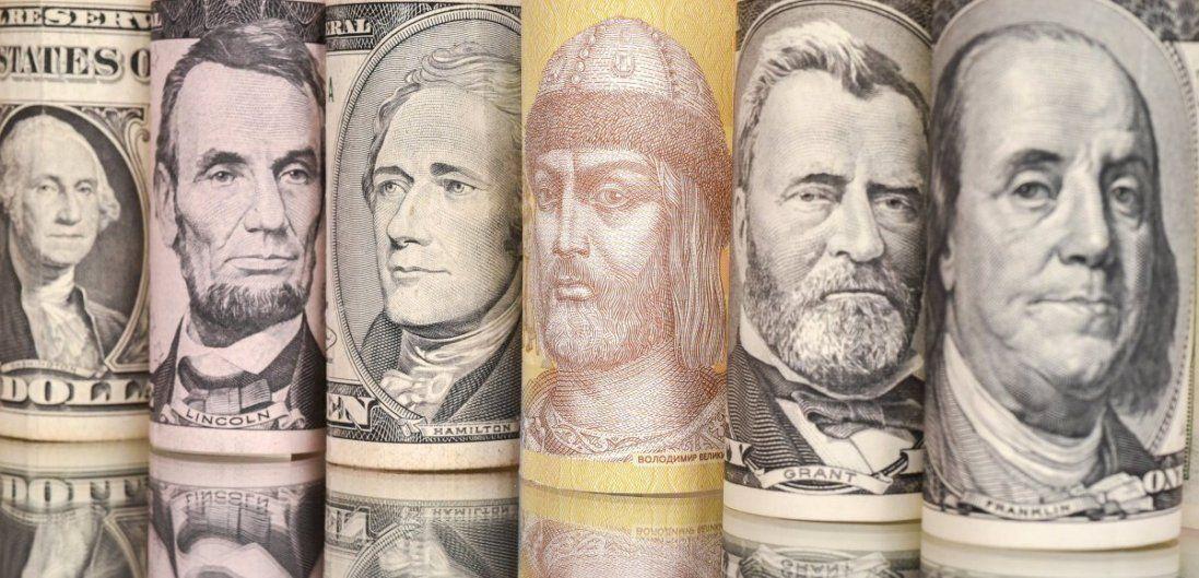 Долар і євро мінімально подешевшали