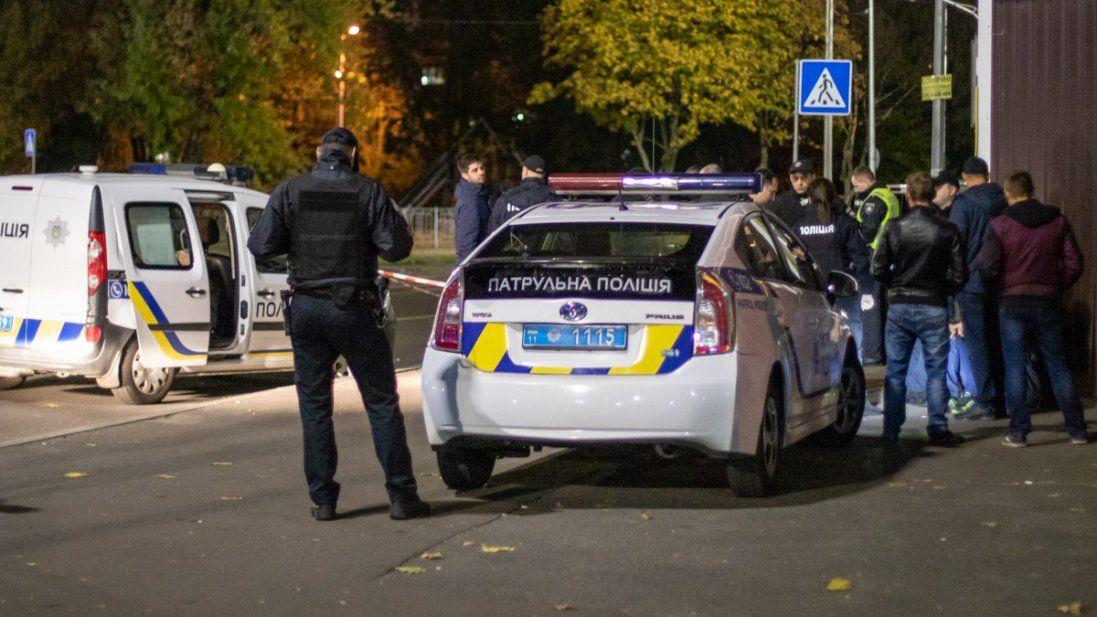 У Дніпра на вулиці помер чоловік (фото 18+)