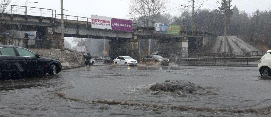 Негода в Україні: загибла і травмовані люди, понад 500 знеструмлених населених пунктів