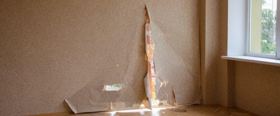 У Нововолинську на людину впала стіна (фото)