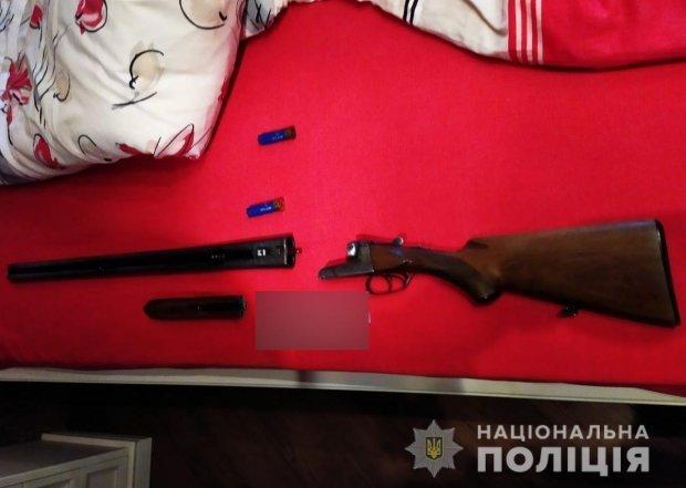Рушниця, з якої, імовірно, було вбито потерпілу / фото: Нацполіція