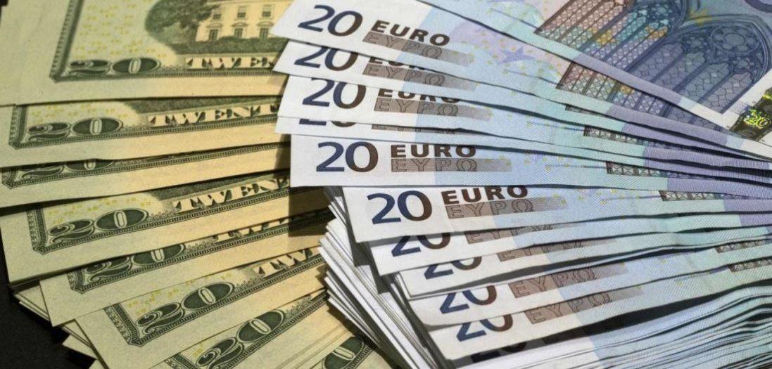 Долар і євро продовжують дорожчати
