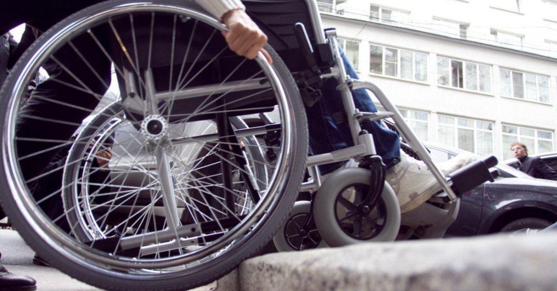 Дев'ятикласниця обікрала волинянку в інвалідному візку
