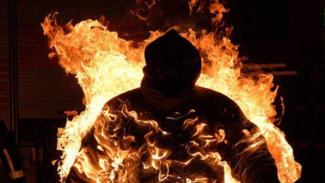 У Києві чоловік під час мітингу підпалив себе (відео)