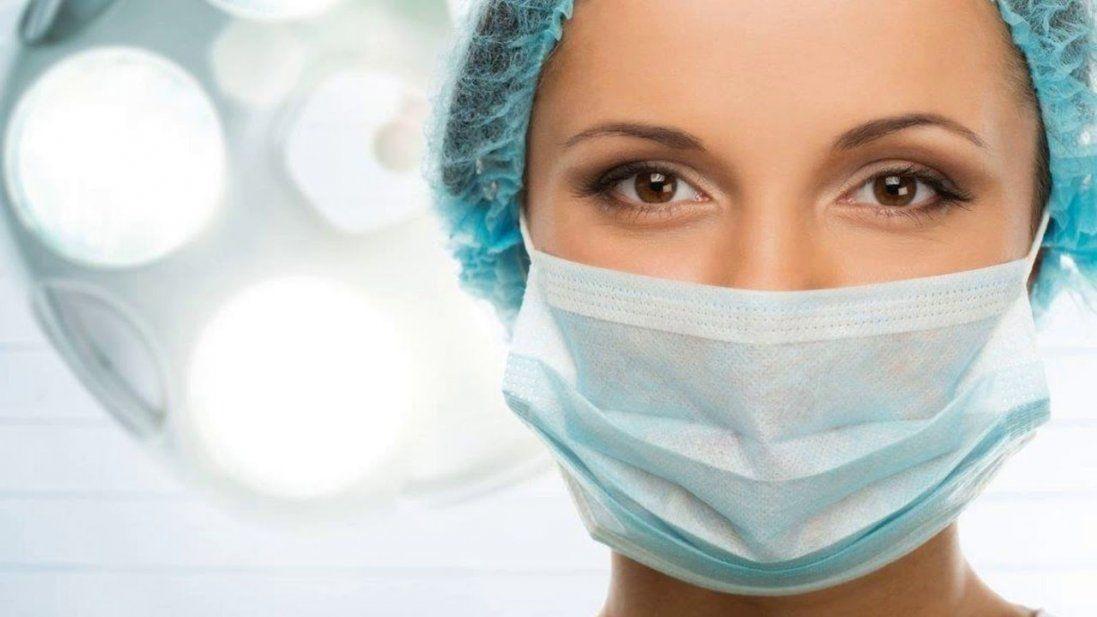 У луцьких аптеках розкупили медичні маски (відео)