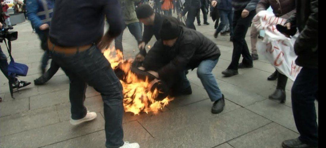 Повідомили про стан чоловіка, який підпалив себе під Офісом президента