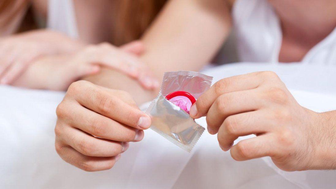 У Нові Санжари евакуйованим з Китаю передали презервативи (фото)