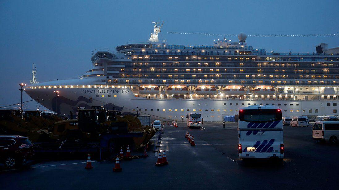 Вилікувалася українка, яка заразилася коронавірусом на японському лайнері