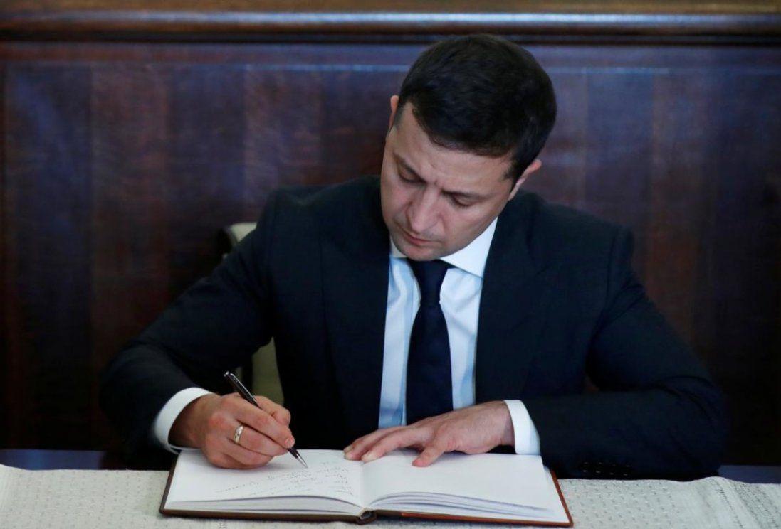 Зеленський скликав позачергове засідання Верховної ради </div>