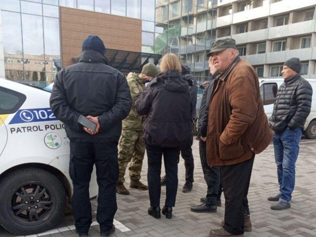 У Луцьку поліція затримала чоловіка з мачете і резиновим кийком (відео)