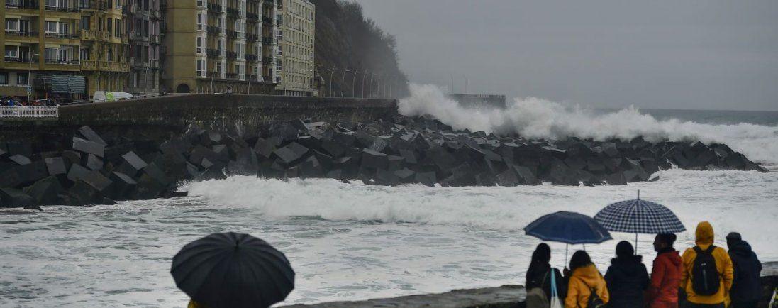 Сильний вітер і дощі – погода в Україні на сьогодні