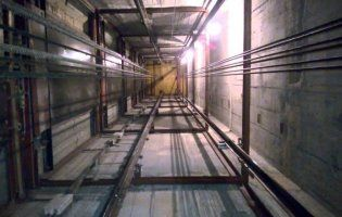 На Волині людина впала в шахту ліфта