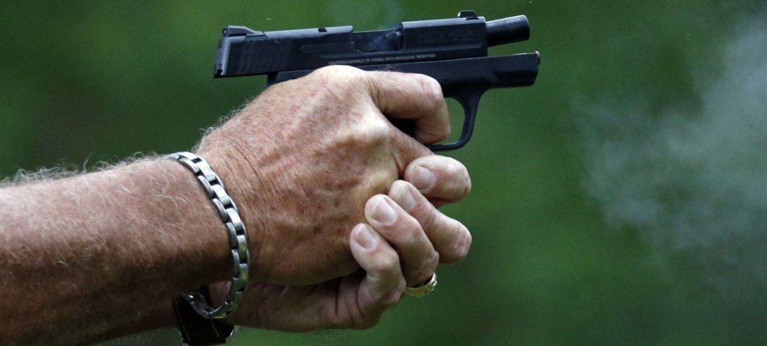 На Київщині чоловік стріляв у поліцейського: є поранені